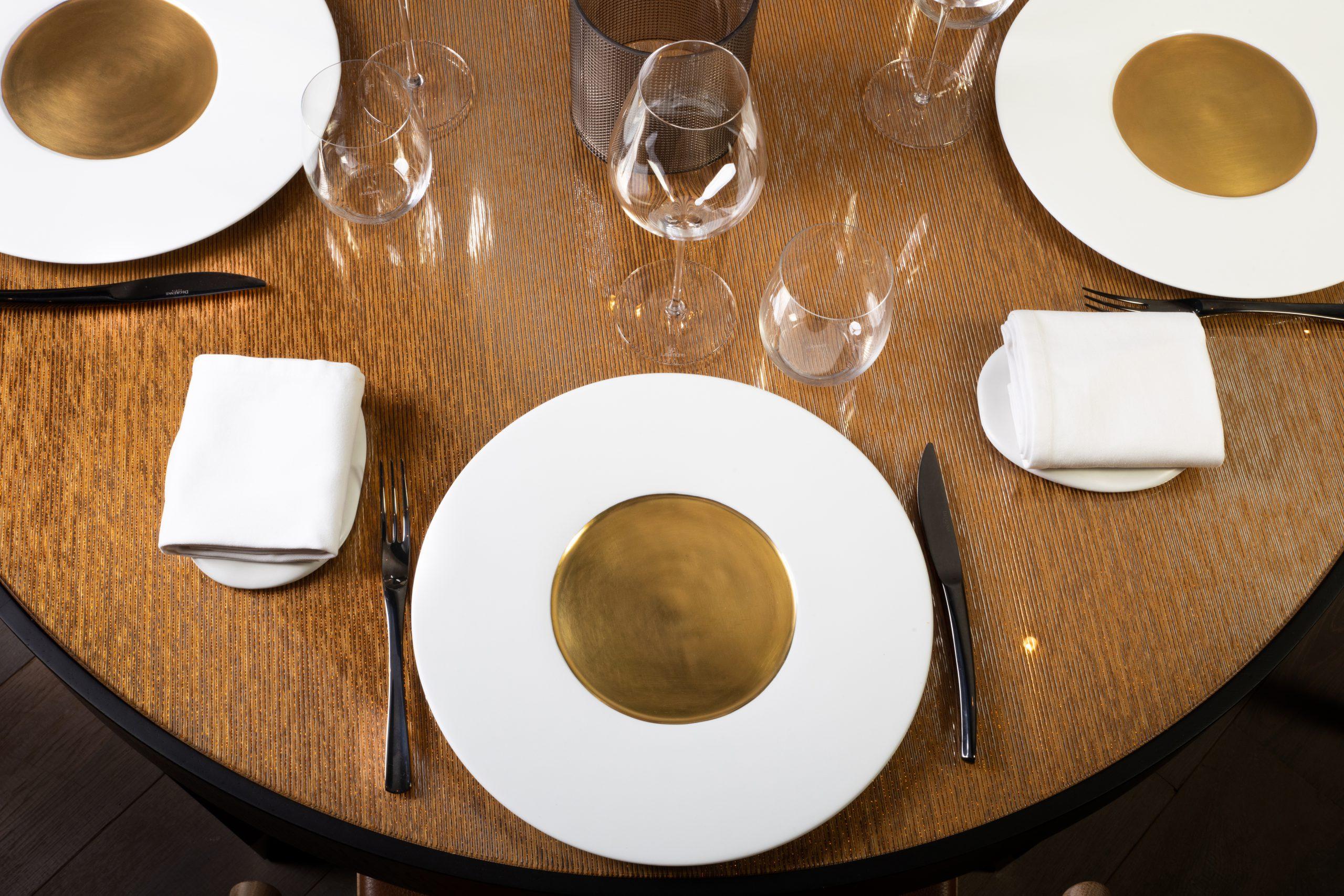 Table solo et detail 5V3A4369-1
